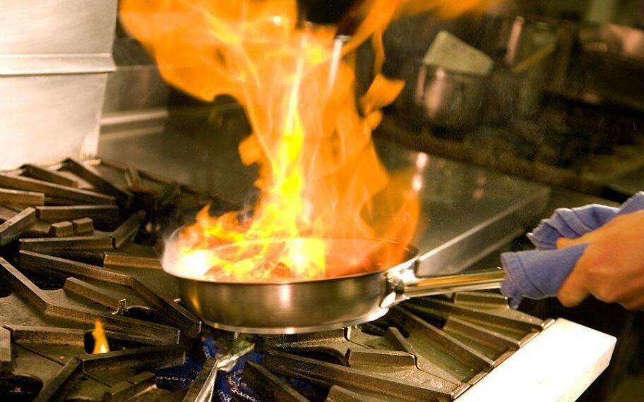 商用厨房引发火灾的原因以及注意事项