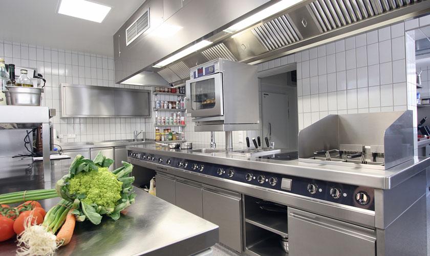 厨房设备运营管理上坚持三大准则